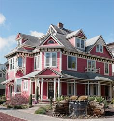 This has always been my favorite house design. Victorian Architecture, Beautiful Architecture, Beautiful Buildings, Beautiful Homes, Pink Houses, Old Houses, Future House, My House, Grand House