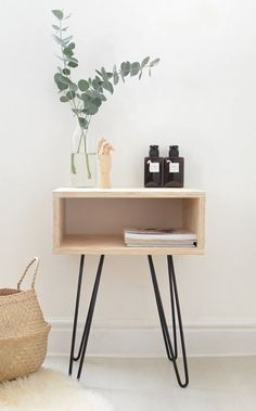 Table de chevet look contemporain avec hairpin legs http://www.homelisty.com/diy-hairpin-legs/
