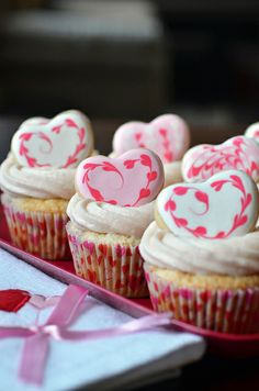 Gorgeous Strawberry Valentine Cupcakes are perfect for Valentine's Day. If your valentine like strawberries and cupcakes, do not hesitate, make him these Fruit Cupcakes, Heart Cupcakes, Love Cupcakes, Strawberry Cupcakes, Yummy Cupcakes, Cupcake Cakes, Valentine Cupcakes, Heart Cookies, Sugar Cookies