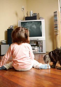 La Academia Americana de Pediatría recomienda que los niños menores de dos años no vean televisión.
