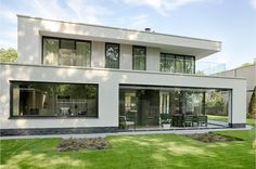Villa 39 s modern and projecten on pinterest for Modern huis binnenhuisarchitectuur villas