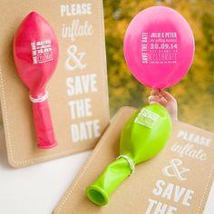 """Muito criativa a ideia de fazer um """"Save the Date"""" com um balão!  É uma forma…"""