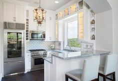 A Guide to Efficient Small Kitchen Design for Apartment Having limited space in an apartment doesn't mean you don't deserve a nice kitchen. See what a small kitchen design is all about. Small Modern Kitchens, Modern Kitchen Design, Interior Design Kitchen, Home Kitchens, Kitchen Small, Kitchen Ideas, Kitchen Layouts, Open Kitchen, Small U Shaped Kitchens