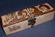 Caixa em madeira pirogravada. www.Facebook.com/FatitArte