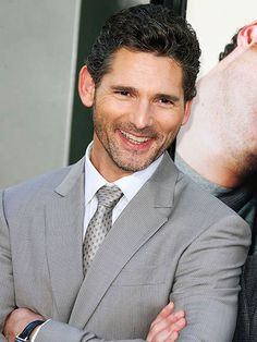 Eric Bana Australian film and television actor. Played in the film Chopper Acted in Hulk the film, Hector in the movie Troy, the lead in Steven Spielberg's Munich, and the villain Nero in the science-fiction film Star Trek. Mens Modern Hairstyles, Formal Hairstyles, Celebrity Hairstyles, Actors Male, Actors & Actresses, Erick Bana, Black Hawk Down, Australian Actors, Australian Men