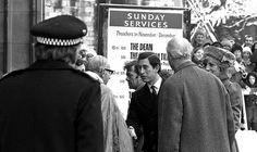 Décembre 13 1981: Diana, Princess Of Wales, Arrive à Gloucestershire