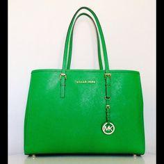 "Spotted while shopping on Poshmark: ""MICHAEL KORS LARGE JET SET TOTE""! #poshmark #fashion #shopping #style #Michael Kors #Handbags"