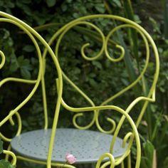 L'objectif : Repeindre un salon de jardin en fer forgé