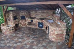31 New Ideas Backyard Bbq Grill Pizza Ovens - Outdoor cooking - Backyard Kitchen, Outdoor Kitchen Design, Patio Design, Outdoor Kitchens, Kitchen Decor, Backyard Shade, Backyard Pergola, Backyard Landscaping, Backyard Ideas