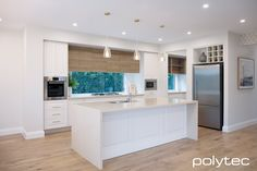 Polytec kitchen - Thermolaminated doors in Colombo, and Classic White Matt, Upper Cabinetry in Prime Oak Woodmatt. Kitchen Room Design, Kitchen Cabinet Colors, Kitchen Decor, Kitchen Ideas, Living Room Tv, Kitchen Living, Oak Bathroom, Oak Color, Colour