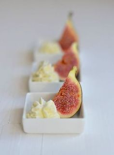 Figs with gorgonzola mousse/ vijgen met gorgonzolamousse Tapas, Antipasto, Alice Delice, Yummy Drinks, Yummy Food, Fingers Food, Xmas Food, Snacks Für Party, Happy Foods