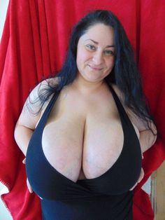 Milf jewess with enormous breasts nude