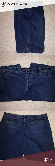 """Long Shorts By Bandolino Plus Size These shorts are on EUC. They are stretchy. They measure 18"""" side to side at top of waist and inseam is 12"""" Bandolino Shorts Jean Shorts"""