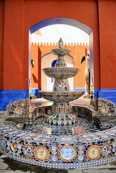 One of a kind, hand made Talavera Garden Fountain made by the master artisans at Uriarte in Puebla, Mexico. Ex Hacienda, Mexican Hacienda, Hacienda Style, Mexican Folk Art, Mexican Style, Spanish Colonial, Spanish Style, Arte Latina, Talavera Pottery