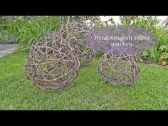 Video: Make balls of vine or willow branches yourself – Creative decoration for the garden - Upcycled Crafts Willow Wreath, Twig Wreath, Garden Deco, Garden Art, Beautiful Gardens, Beautiful Flowers, Bridal Shower Activities, Pot Pourri, Willow Weaving