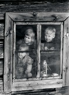 Savupirtti Joutsassa 1960. Old Photos, Vintage Photos, History Of Finland, Looking Out The Window, History Of Photography, Through The Window, Story Inspiration, Woodworking Projects, Retro Vintage