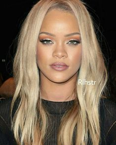 Rihanna in blonde locs