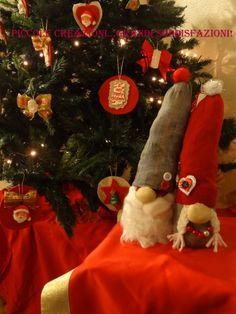 Gnomi con calzini riciclati senza cucire | Piccole creazioni...grandi soddisfazioni! Christmas Stockings, Christmas Tree, Christmas Ornaments, Hobbit, Recycling, Merry, Holiday Decor, Tutorial, Blog