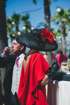 Sexy Backless Red Dress Love the Black Leather Gloves Estilo Fashion, Ideias Fashion, Ascot Outfits, Estilo Cool, Races Fashion, Fancy Hats, Kentucky Derby Hats, Love Hat, Mother Of The Bride