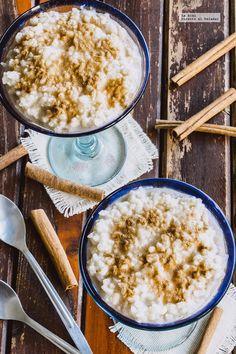 Como hacer un tradicional arroz con leche y canela. Receta con fotografías de cómo hacerla y recomendaciones de cómo servirla. Recetas de postres