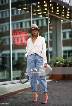 Slouchy Pants And Jeans Outfits To Try – Fashion Trends Slouch Jeans, Slouchy Pants, Slouchy Outfit, Denim Outfit, Fashion Pants, Look Fashion, Fashion Outfits, Fashion Trends, Jean Outfits