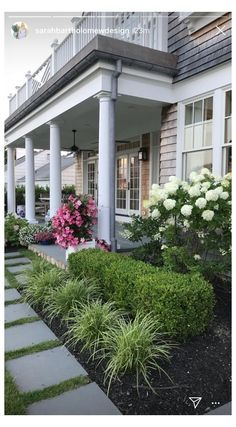 Small Front Yard Landscaping, Farmhouse Landscaping, Home Landscaping, Landscaping Design, Southern Landscaping, Front Yard Patio, Front Porch Landscape, Small Front Yards, Modern Front Yard