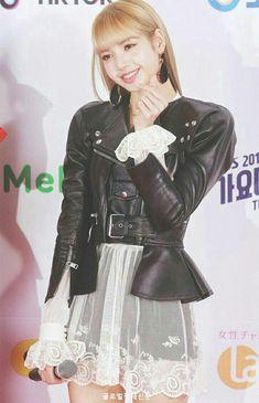 Kim Jennie, Jenny Kim, South Korean Girls, Korean Girl Groups, Icons Tumblr, Rapper, Blackpink Twitter, Blackpink Debut, Kim Jisoo