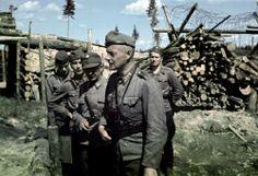 Eversti Snellmanin tarkastusmatka. Kuvassa eversti Snellmann, majuri Väänänen, luutnantti Aulanko ja luutnantti Nuutilainen sekä kersantti. Syväri, Voimalaitoksen lohko toukokuussa 1943. Syväri, voimalaitoksen lohko SA-kuva