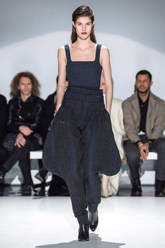 Chalayan Fall 2019 Ready-to-Wear Fashion Show - Vogue Vogue Paris, Catwalk Fashion, London Fashion, Fashion Show Collection, Mannequins, Nice Dresses, Ready To Wear, Autumn Fashion, Fashion Design