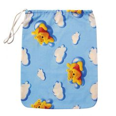 """Sacchetto asilo """"Winnie the Pooh Nuvole"""" Azzurro, per Bavaglini/Asciugamani, lo trovi qui: http://www.coccobaby.com/prodotto/set-asilo/sacchetti-per-asilo/674/sacchetto-asilo,--winnie-the-pooh-nuvole-azzurro"""
