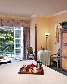 After exploring Charleston's charming streets, head back to your Harbourside room for a nap. #Jetsetter