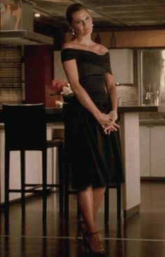 Love this Grace Kelly inspired look of Beckett from Castle!