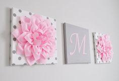 Este listado está para 3 tapices lienzos en caliente rosa o gris. Usted puede elegir la letra, color de letra, estilo de la flor, color de la flor e impresiones de su color y la elección de la lona. Muchos para elegir! Que coincidirá con cualquier decoración. SE HACEN TODOS LOS ARTÍCULOS QUE COMPRE POR FAVOR VER PARA EL ACTUAL MOMENTO DE LA CREACIÓN!!!!!! Flores dalia rosa caliente grande en gris y blanco polca puntean lonas 12 x 12 arte de la pared cuelgan. Correspondencia y coordinación…