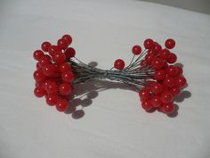1 to 50 Stems RED PLASTIC BERRY BUNDLE - Artificial Xmas Holly Berries on Wire - perfect for accents to pretty up an autumn wreath or wall hanging, or to add to floral displays.  Of course they can also be used in Christmas displays.