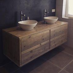 'floating' bathroom furniture made by Wimsjoukje67 #waterbasin #sink #bathroom #bath #luxury #handmade #homesonig #handgemaakt #badkamerinspiratie #badkamer #badkamermeubel #wastafel #wastafelmeubel #sjoukje67 #Holland #reuse #wood #woodlovers #inspiration