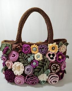 Photo only. Pinned for inspiration. Crotchet Bags, Crochet Tote, Crochet Handbags, Knitted Bags, Diy Crochet, Crochet Crafts, Crochet Stitches, Crochet Projects, Freeform Crochet