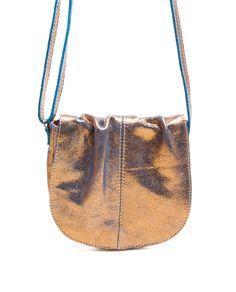 84f292ee124 Bolsa de couro pequena Meg dourada e azul - LEPRERI - small leather handbag  made in brasil gold blue