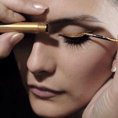 #Gold #liner #eyeliner #xmas