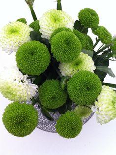 Rustic Chic. Flores botón verde y blanco, un toque asilvestrado que combina a la perfección con nuestra mesa rustic chic.