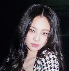 Korean Hair Color, Jennie Kim Blackpink, Uzzlang Girl, Black Pink Kpop, Halloween Disfraces, Blackpink Photos, Blackpink Fashion, Blackpink Jisoo, Kpop Girls