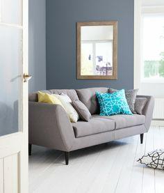 Kodin1, olohuone, Soundi-sohva, Anno-tyynynpäälliset: Aarre, Paperiruutu, Lumikello. Decor, Living Room, Furniture, House Design, Room, Interior Inspiration, Home, Sofa, Interior Design