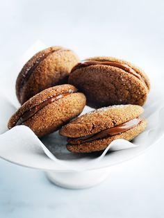 DONNA HAY'S GINGERNUT CARAMEL SANDWICH [Donna Hay] [ginger biscuit, ginger nut, gingernut, ginger snap, gingersnap]