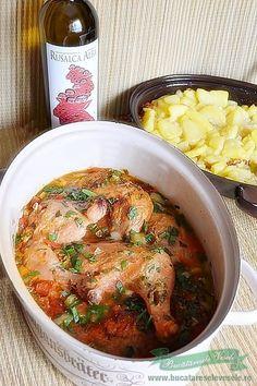 Saramura de Pui este un fel simplu de macare preparata din carne de pui sau chiar si din pui intreg taiat cu grija pe mijloc pe muchia pieptului… De aceasta data va prezentam Saramura de Pui facuta din pulpe pe langa care am pus si cativa cartofi taranesti rumeniti cu ceapa si alaturi servim neaparat Good Food, Yummy Food, Romanian Food, Main Meals, Diet Recipes, Curry, Food And Drink, Tasty, Favorite Recipes