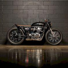 Afbeeldingsresultaat voor honda cb 750 four cafe racer Cb750 Cafe Racer, Cafe Racer Build, Cafe Racer Seat, Suzuki Cafe Racer, Brat Bike, Cafe Racer Motorcycle, Motorcycle Design, Women Motorcycle, Bike Design