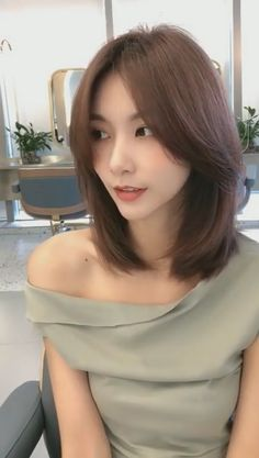 In a round face with straight hair style, we can s Asian Short Hair, Short Straight Hair, Short Hair With Bangs, Korean Short Hairstyle, Hair Bangs, Long Curly, Korean Hairstyle Medium Round Faces, Korean Hairstyle Medium Shoulder Length, Short Hair Korean Style
