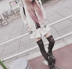 Pastel Goth clothing style and hair.