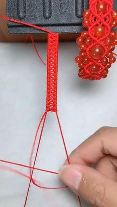 Diy Friendship Bracelets Tutorial, Diy Bracelets Easy, Friendship Bracelet Patterns, Macrame Bracelet Diy, Bracelet Crafts, Diy Bracelets Patterns, Diy Crafts Jewelry, Macrame Patterns, Diy Gifts