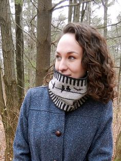 Birds encircle this cozy cowl, worked in warm sport weight wool yarn. Border it with bi-colored ribbing as pictured for a bold, graphic look, or single color ribbing for a more subtle effect!