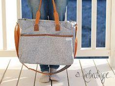 eine liebe freundin hat sich schon vor etwas längerer zeit eine wickeltasche gewünscht.      irgendwie hat es danndoch einige zeit ge...