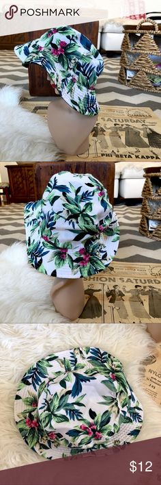 Reversible army green & tropical print bucket hat Great little bucket hat that is fully reversible. Please not the neck form is way smaller than an average size head. The hat is in good condition with no flaws. Accessories Hats